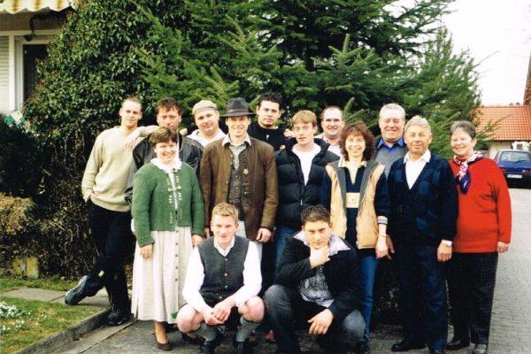 Firtz mit Josefine und Klaus mit Christine Niederleitner mit Belegschaft zum 40 jährigen Firmenjubiläum