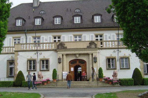 Eingangsgestaltung Schloss Höhenried